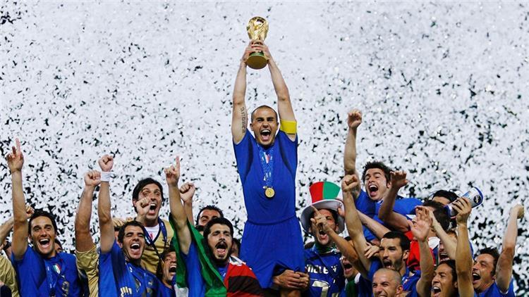 بوفون يضع كلمة النهاية لجيل إيطاليا 2006