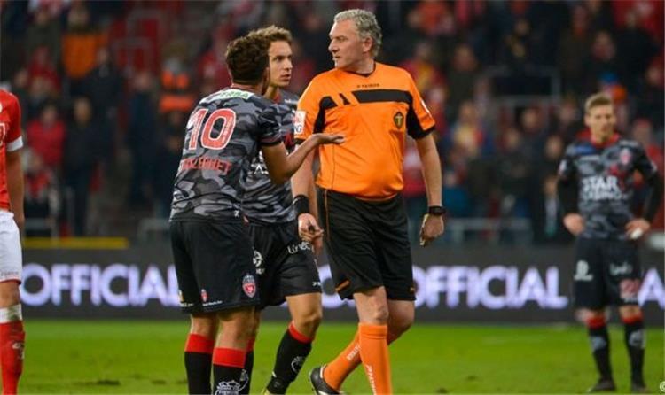 """مُحترفين .. الإتحاد البلجيكي يرفض طلب موسكرون بإعادة مباراة """"واقعة"""" تريزيجيه"""