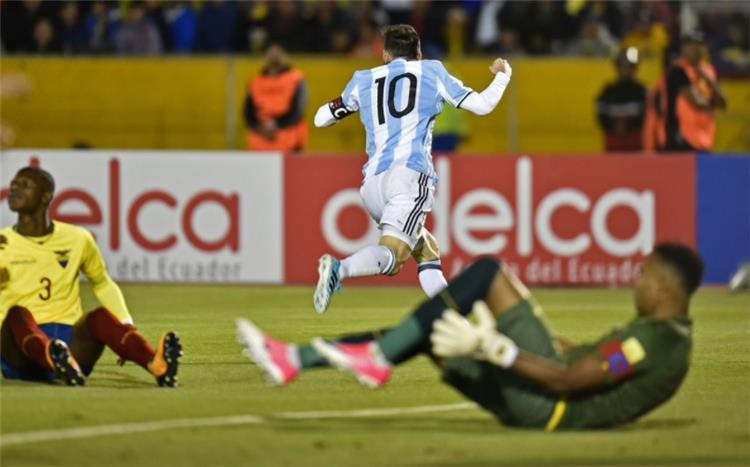 بالفيديو ميسي يعبث بالإكوادور ويصعد بالأرجنتين إلى كأس العالم