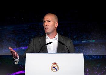 بعد اعترافه بتلقي عروض ما الأندية التي رغبت في التعاقد مع زيدان قبل عودته لريال مدريد