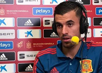 سيبايوس: سعيد بثقة إنريكي وننتظر بيكيه بأذرع مفتوحة في المنتخب الإسباني