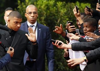 مبابي يعلن التحدي أمام ميسي: صراع الحذاء الذهبي لم ينته بعد!