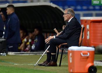 تاباريز يُشيد بسواريز وكافاني بعد فوز أوروجواي على الإكوادور ويُصرّح: نريد مزيد من التحسن