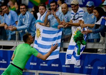 حارس أوروجواي: طرد مدافع الإكوادور مفتاح فوزنا بالمباراة