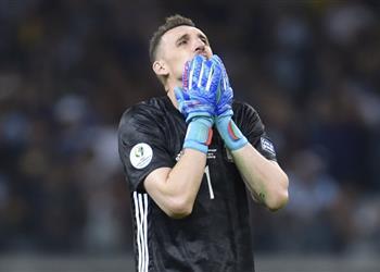 أرماني يحقق رقمًا سلبيًا مع الأرجنتين رغم تصديه لركلة جزاء أمام باراجواي