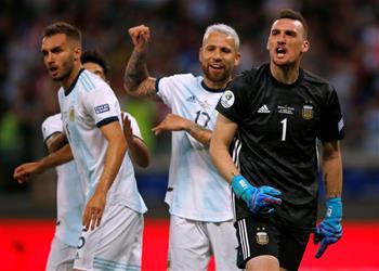 أوتامندي: أرماني أنقذني في ركلة الجزاء والأرجنتين مُلتزمة بالتأهل إلى ربع النهائي