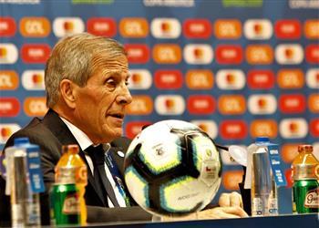 تاباريز: عانيانا أمام تشيلي ولن ننخدع بخماسية بيرو أمام البرازيل