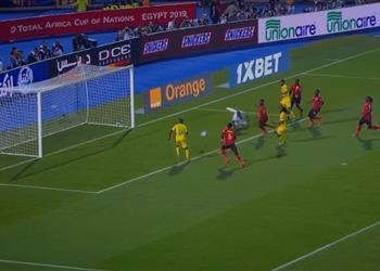 بالفيديو | لاعب زيمبابوي يهدر فرصة لا تُصدق أمام أوغندا في أمم إفريقيا