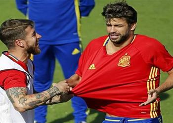 تقرير  بيكيه المثير للجدل 12 سهم ناري يصوب تجاه ريال مدريد وراموس لن يغير عقليته