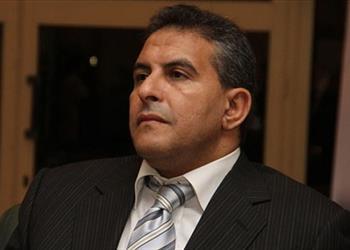 طاهر أبوزيد يؤازر الأهلي من مدرجات
