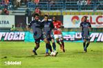 عبد الله بكري يغادر مباراة بيراميدز وإيتوال مصابًا