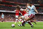 جماهير أستون فيلا غاضبة: مشاركة أحمد المحمدي بدلاً من تريزيجيه كلفتنا نقاط مباراة آرسنال!