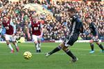 بالفيديو.. ليستر يسقط أمام بيرنلي بثنائية ويرفض هدية مانشستر سيتي في الدوري الإنجليزي