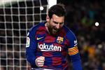 ميسي يستعد لاستئناف التدريبات مع برشلونة بعد أنباء إصابته