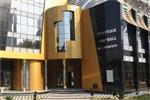اتحاد الكرة ومنتخب مصر يقدمان واجب العزاء لـ جمال محمد علي في وفاة زوجته