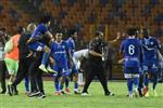 وقف على الكرة.. إمام عاشور يشتبك مع لاعب أسوان بعد خسارة الزمالك