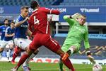 الاتحاد الإنجليزي يستبعد حكم الـVAR في مباراة إيفرتون وليفربول حتى نهاية الموسم