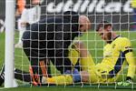 فيديو | سكاي تكشف التشخيص المبدئي لإصابة دي خيا في مباراة مانشستر يونايتد وساوثهامبتون