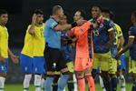 الاتحاد الكولومبي يطالب بإيقاف حكم مباراة البرازيل ويصف احتساب هدف فيرمينو بـالمسرحية