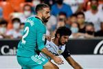فيديو | كارفاخال يغادر مباراة ريال مدريد مصابًا.. وتبديلان اضطراريان لـ فالنسيا