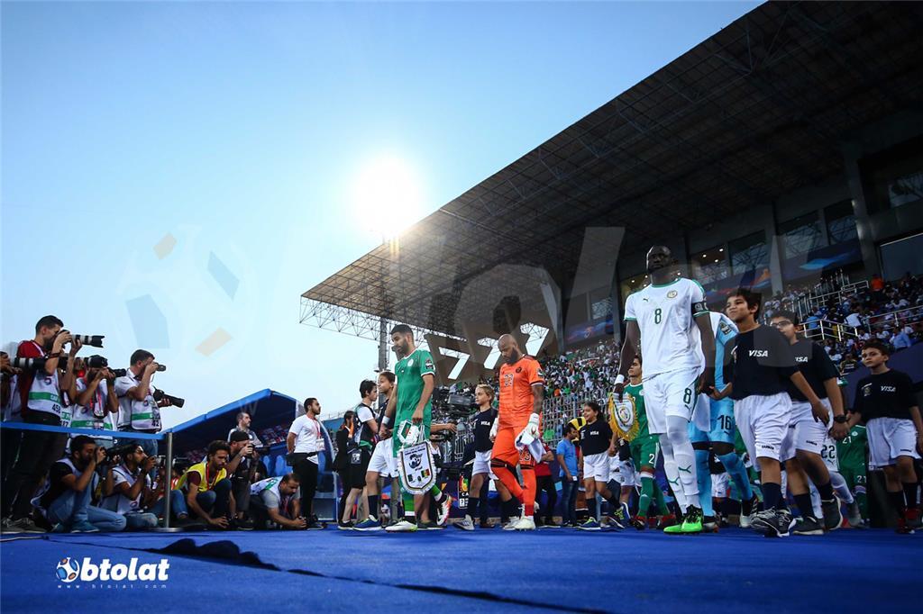 لاعبي الجزائر والسنغال