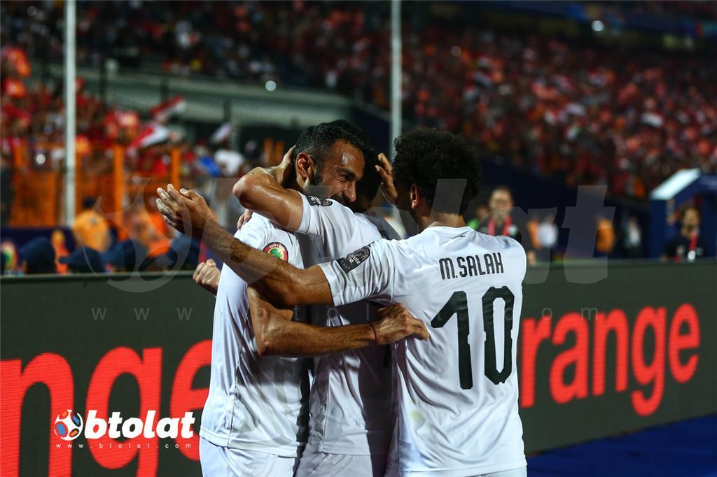 فرحة لاعبي منتخب مصر بعد تسجيل هدف مصر الثاني