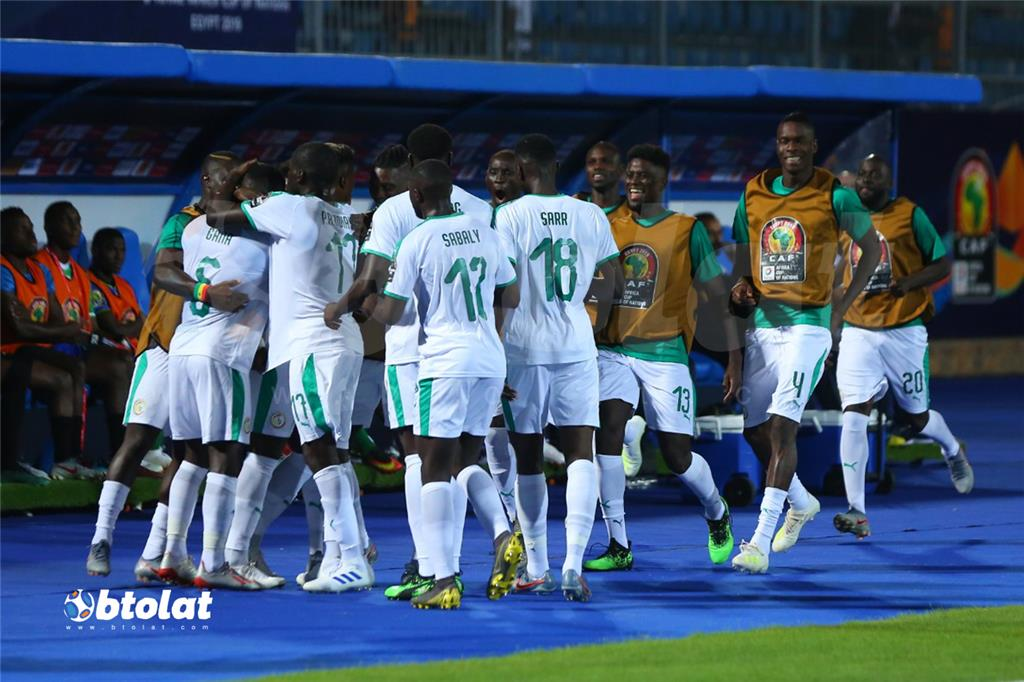 فرحة لاعبي السنغال بعد تسجيل هدف الاول في مرمي تنزانيا