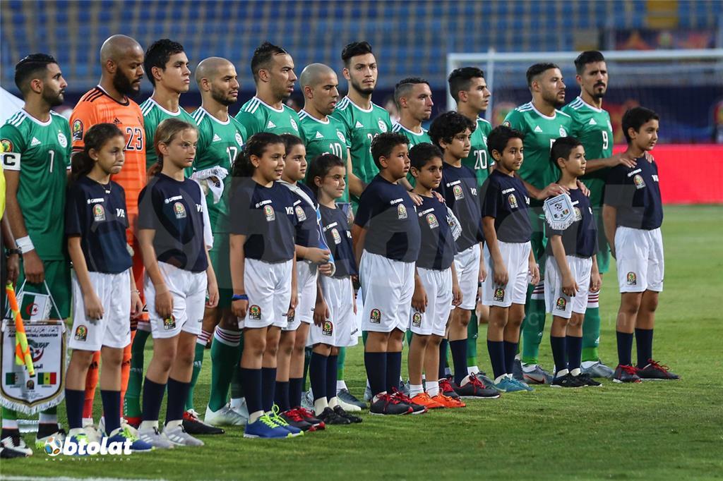 لاعبو الجزائر قبل المباراة