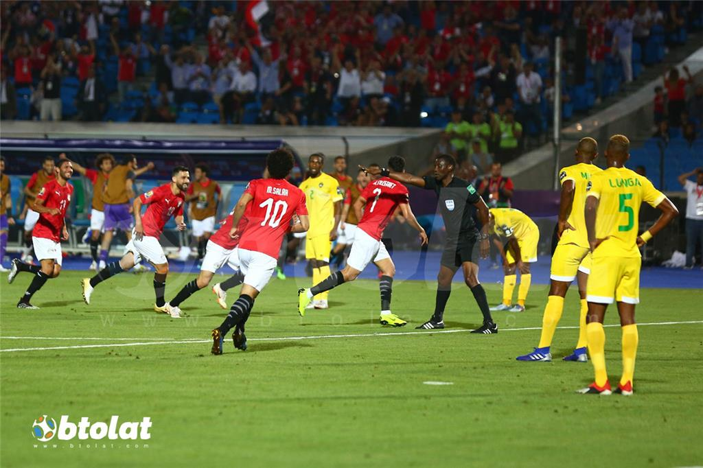 فرحة لاعبي منتخب مصر بعد تسجيل الهدف الاول