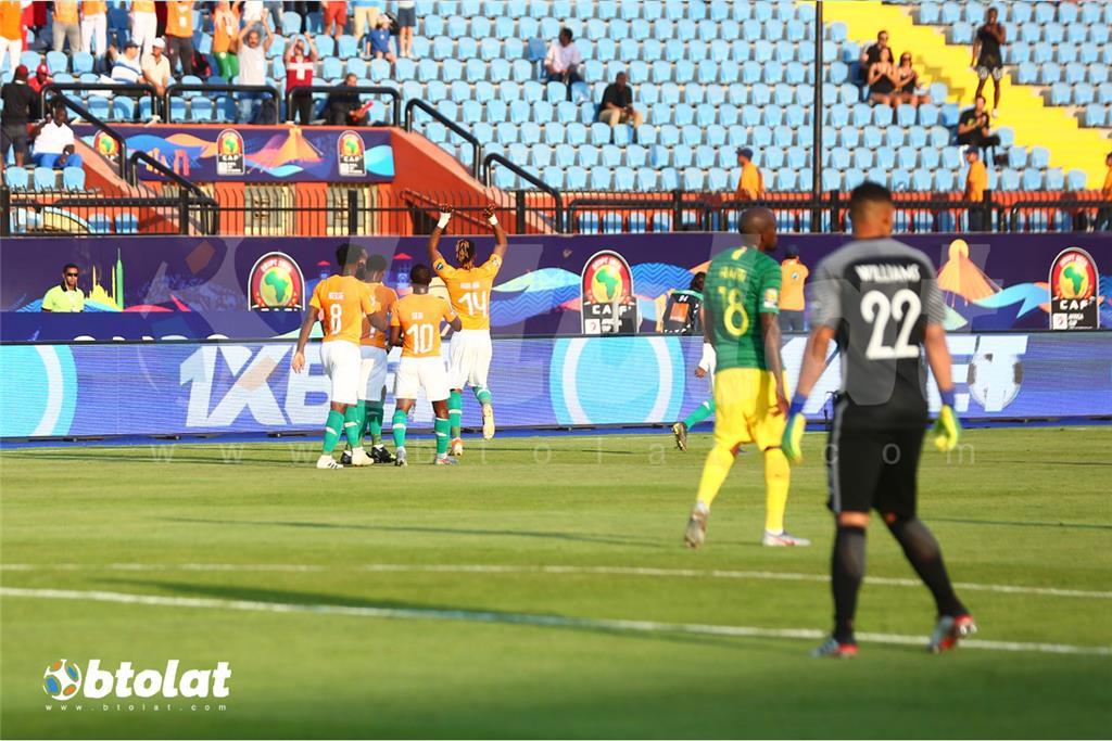 فرحة لاعبي كوت ديفوار بعد تسجيل هدف المباراة الوحيد