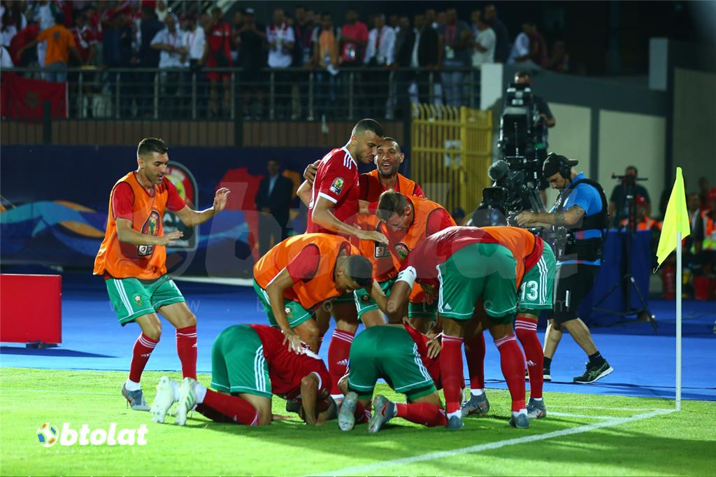 فرحة لاعبي المغرب بهدف الفوز