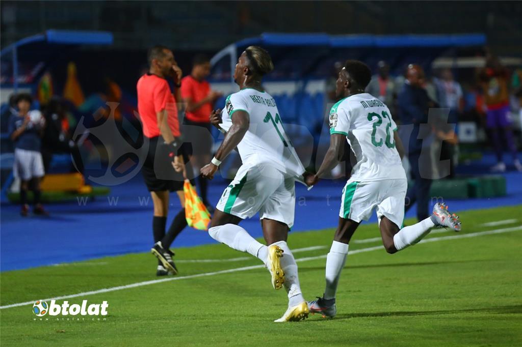 فرحة لاعبي السنغال بعد تسجيل هدف في مرمي تنزانيا
