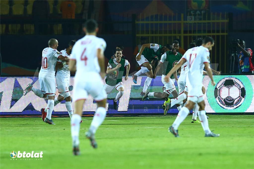 فرحة لاعبي تونس بعد تسجيل هدف في مرمي مدغشقر