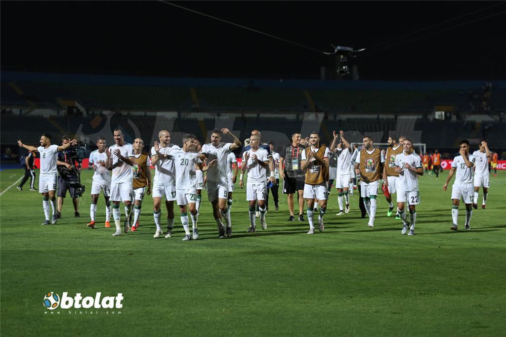 فرحة لاعبي الجزائر بعد الفوز علي غينيا