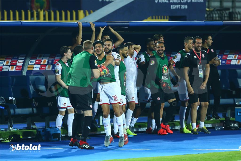 فرحة لاعبي تونس بعد الصعود لقبل النهائي