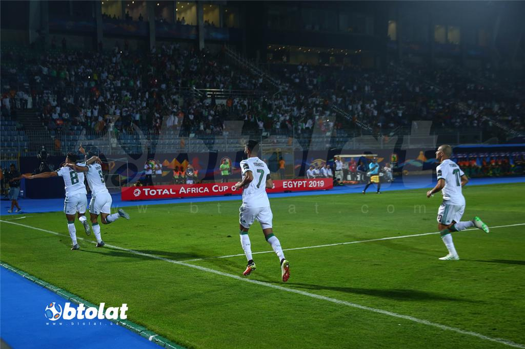 جانب من مباراة الجزائر وغينيا