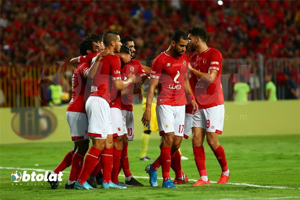فرحة لاعبي الاهلي بعد تسجيل هدف في مرمي اطلع بره