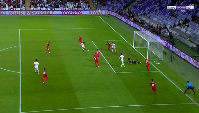 لاعب كوريا الجنوبية يهدر هدف مؤكد والمرمي خالي امام قيرغيزستان في كأس اسيا