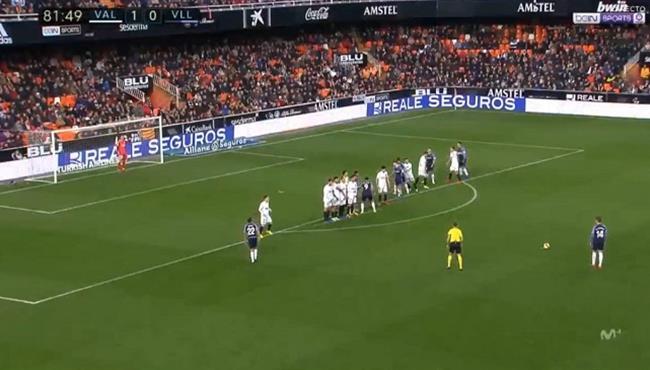 هدف رائع من ركله حرة فى مباراة فالنسيا وبلد الوليد بالدوري الاسباني