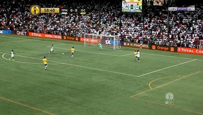 لاعب مازيمبي يهدر هدف محقق امام الاسماعيلي في دوري ابطال افريقيا