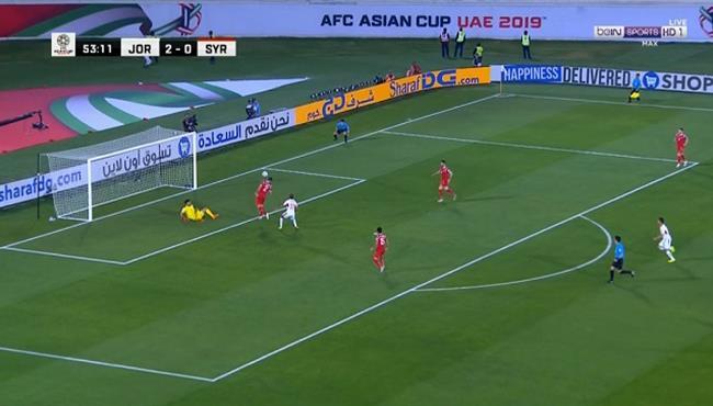 احمد الصالح كاد ان يسجل هدف بالخطأ فى مرماه امام الاردن
