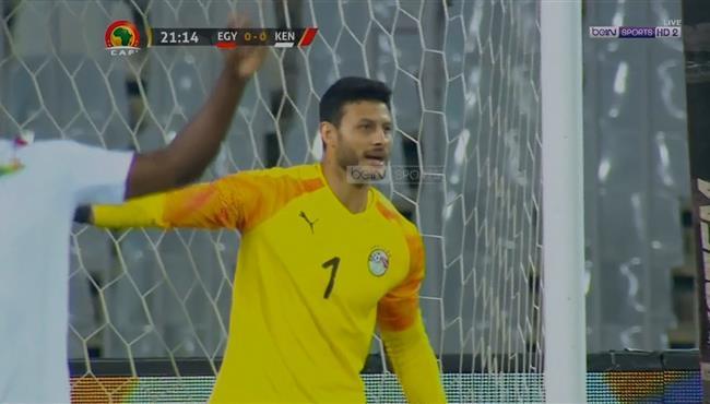 لاعب كينيا يتلاعب بمدافعي مصر والشناوي ينقذ هدف محقق