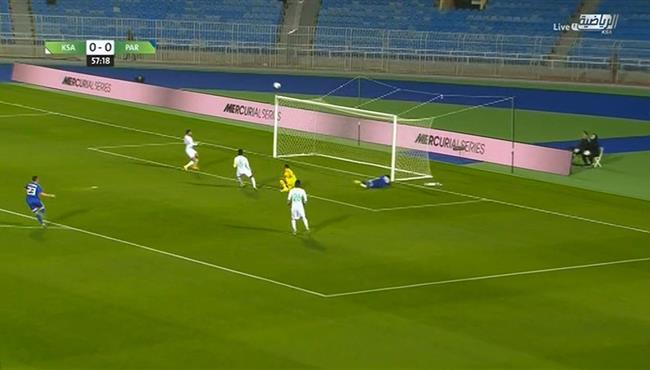 العارضة تحرم باراغواي من تسجيل هدف امام السعودية