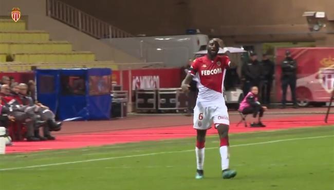 تصرف كوميدي من باكايوكو في مباراة موناكو واميان بالدوري الفرنسي
