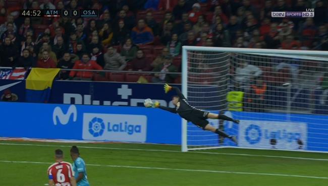 حارس اوساسونا يتألق بتصدي رائع علي مرتين امام اتلتيكو مدريد