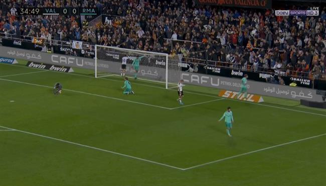 فالنسيا كاد ان يسجل هدف امام ريال مدريد بعد خطأ من كورتوا