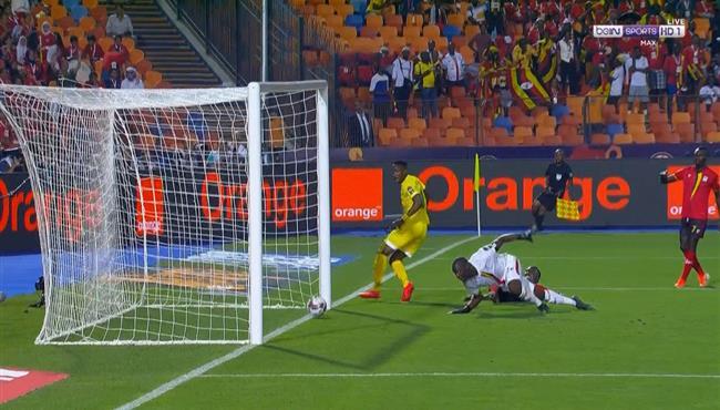 حارس اوغندا ينقذ هدف محقق لزيمبابوي من علي خط المرمي في كأس امم افريقيا