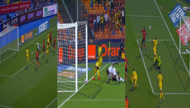شاهد 3 فرص غريبة مهدرة في مباراة اوغندا وزيمبابوي .. المرمى مسحور
