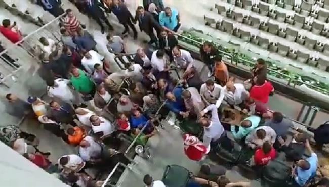 خناقة بين محمد مرجان ورئيس الزمالك بعد إنتهاء مباراة السوبر