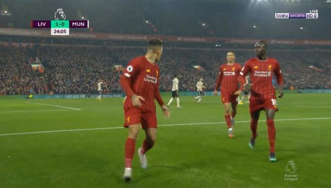 هدف ليفربول الملغي امام مانشستر يونايتد في الدوري الانجليزي